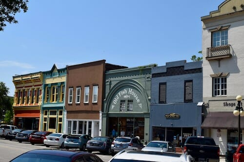 Storefronts in dog-friendly Georgetown.
